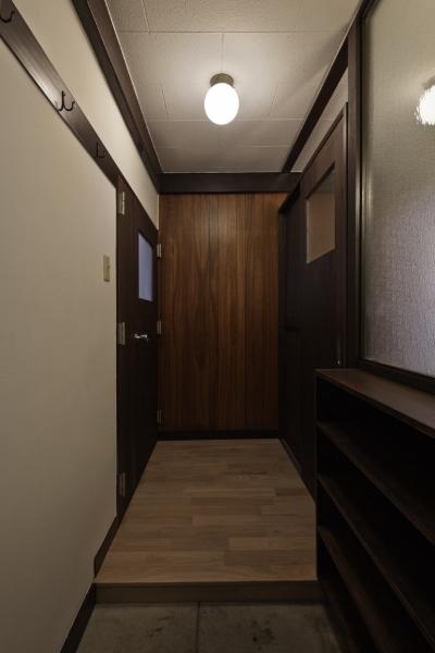 玄関 (しんかな団地リペア さくらの家|いい団地だからなおして暮らす。古きよき団地をめでるリノベーション。)