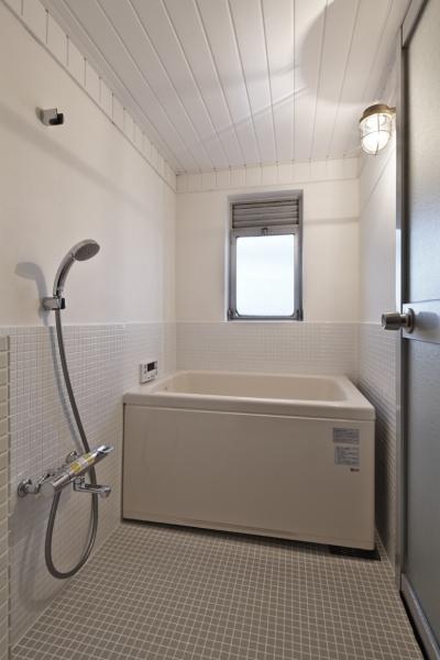 浴室 (しんかな団地リペア さくらの家|いい団地だからなおして暮らす。古きよき団地をめでるリノベーション。)