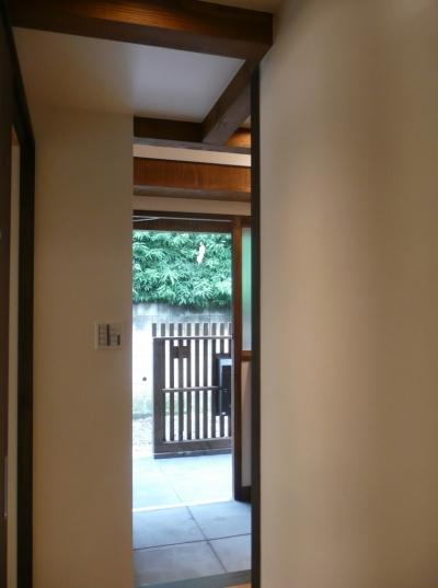 玄関 (築50年木造家屋のリノベーション)