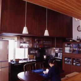 ダイニングキッチン (高槻のスキップフロアハウス|スキップフロアで狭い敷地を有効に使いたおす)