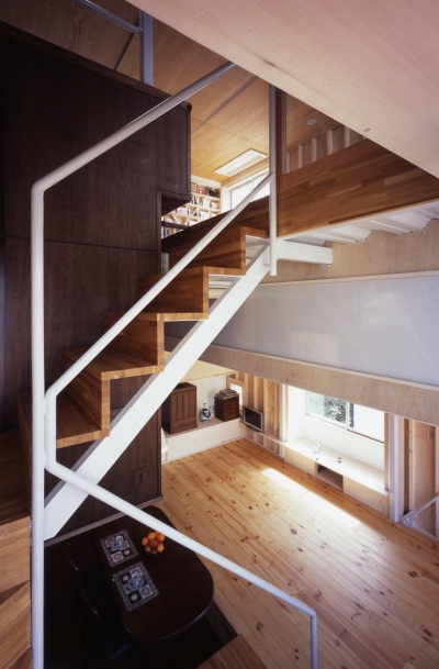 階段 (高槻のスキップフロアハウス|スキップフロアで狭い敷地を有効に使いたおす)