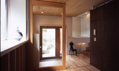 玄関|高槻のスキップフロアハウス|スキップフロアで狭い敷地を有効に使いたおす