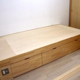 大阪の畳間のあるマンションリノベーション|昭和40年代築のマンションを明るく、ふんだんに木を使ったインテリアにリノベーション (ベッドルーム)