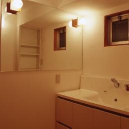 高槻の畳間のあるマンション リノベーション|腰を下ろすとお尻に根がはる畳間あり (洗面室)