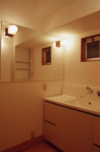 洗面室 (高槻の畳間のあるマンション リノベーション|腰を下ろすとお尻に根がはる畳間あり)