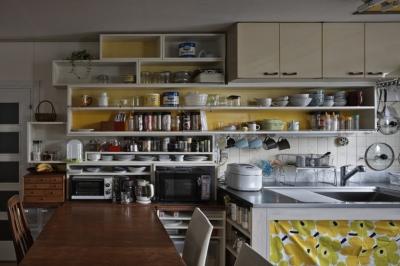 吹田山田のテラスハウス リノベーション|お孫さんが走り回る30畳のリビングを実現 (キッチン)