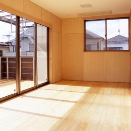 大階段のある二世帯住宅|家の中心に光に満ち溢れた階段を設け、親世帯と子世帯をつなぐ