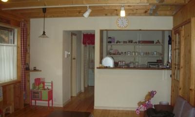 208 外断熱の家 (リビングからキッチンの方を見る)