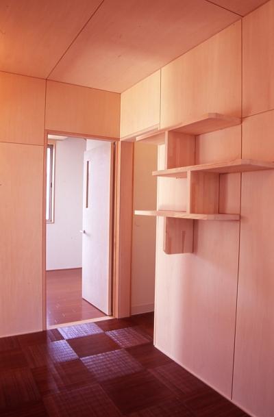 廊下 (大階段のある二世帯住宅|家の中心に光に満ち溢れた階段を設け、親世帯と子世帯をつなぐ)