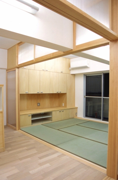 大阪の畳間のあるマンションリノベーション|昭和40年代築のマンションを明るく、ふんだんに木を使ったインテリアにリノベーション (リビング)