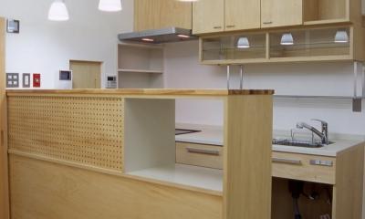 キッチン|大阪の畳間のあるマンションリノベーション|昭和40年代築のマンションを明るく、ふんだんに木を使ったインテリアにリノベーション