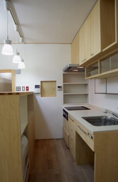 キッチン (大阪の畳間のあるマンションリノベーション|昭和40年代築のマンションを明るく、ふんだんに木を使ったインテリアにリノベーション)