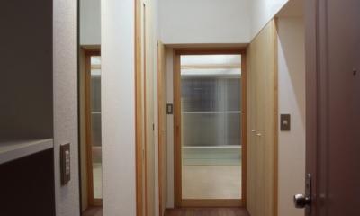 玄関|大阪の畳間のあるマンションリノベーション|昭和40年代築のマンションを明るく、ふんだんに木を使ったインテリアにリノベーション