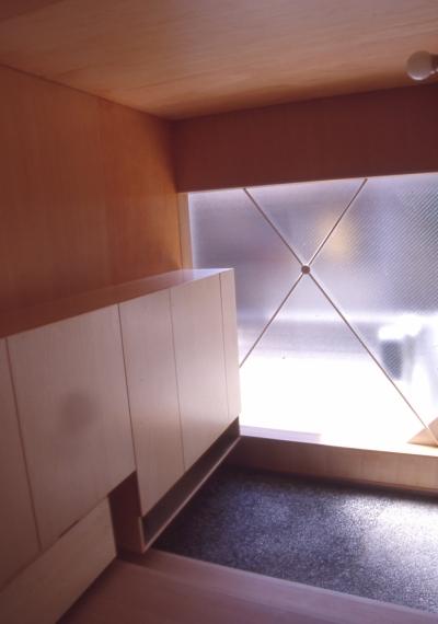 玄関 (大阪のミニクーパーな家|ミニクーパーのように小さくて高性能でスタイリッシュな家)