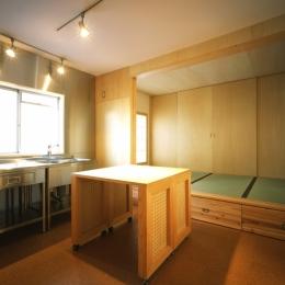 長岡京の団地SOHO|昭和40年代の団地をSOHOにリノベーション (ダイニングキッチン・寝室)