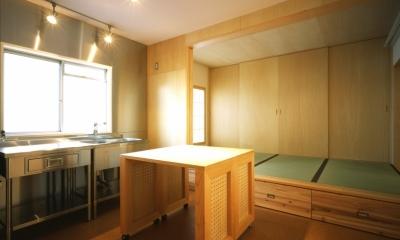 ダイニングキッチン・寝室|長岡京の団地SOHO|昭和40年代の団地をSOHOにリノベーション