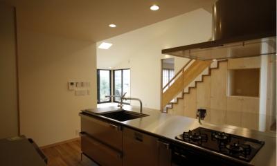 北摂のひろい家|伝統的な座敷と二世帯に対応する新しい住まい (キッチン)