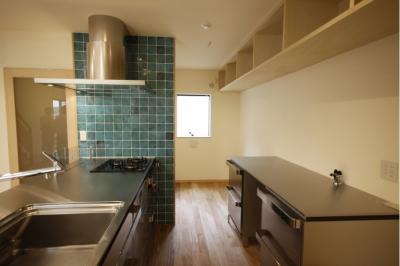 キッチン (北摂のひろい家|伝統的な座敷と二世帯に対応する新しい住まい)