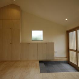 北摂のひろい家|伝統的な座敷と二世帯に対応する新しい住まい (玄関)