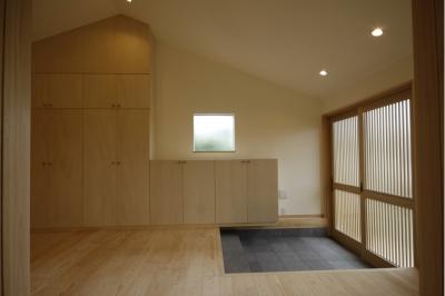 玄関 (北摂のひろい家|伝統的な座敷と二世帯に対応する新しい住まい)