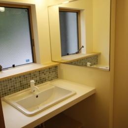 北摂のひろい家|伝統的な座敷と二世帯に対応する新しい住まい (洗面室)