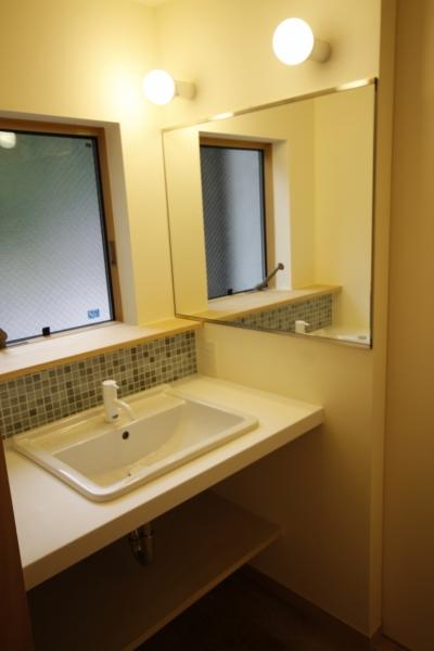洗面室 (北摂のひろい家|伝統的な座敷と二世帯に対応する新しい住まい)