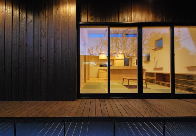 建築家:TSD+ 高橋建築構造設計室「大きな柿の木とおばあちゃんの家」