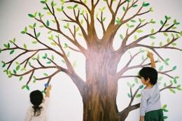 みどりの駅前テナント「おとなり」 (大きな木の絵)
