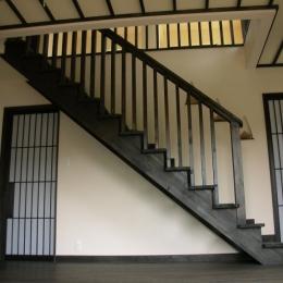 黒塗りの渋い民家 (階段)
