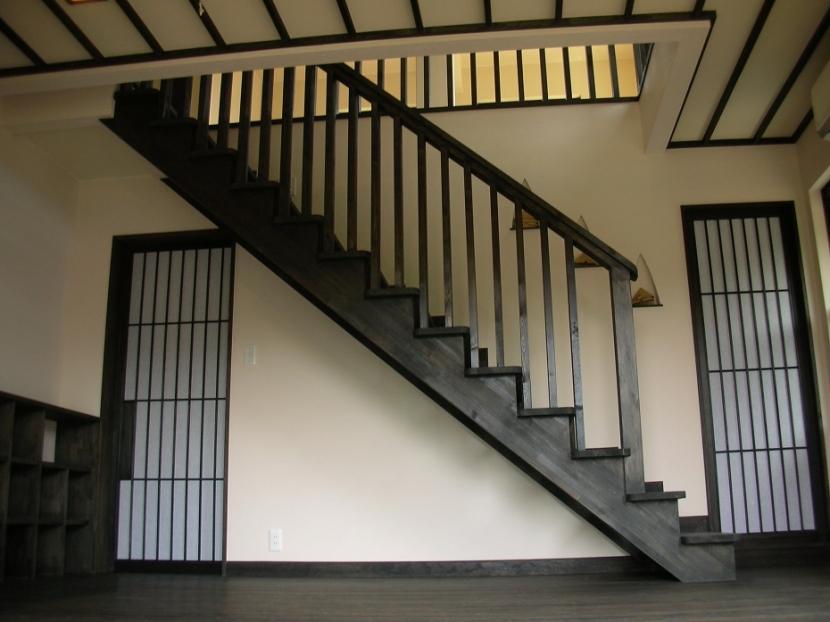 黒塗りの渋い民家の部屋 階段