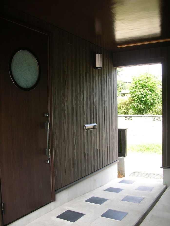 黒塗りの渋い民家の部屋 ビルトイン・玄関アプローチ