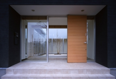 玄関 (上尾の家~神殿型中庭住宅)