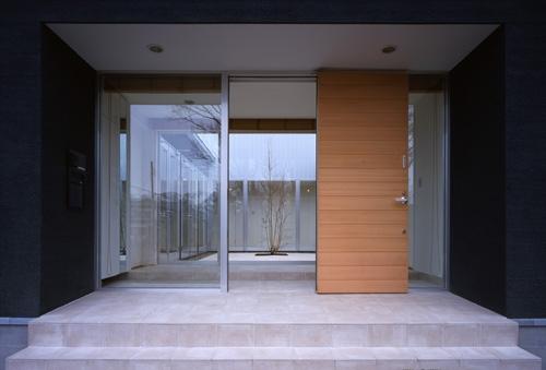 上尾の家~神殿型中庭住宅の部屋 玄関