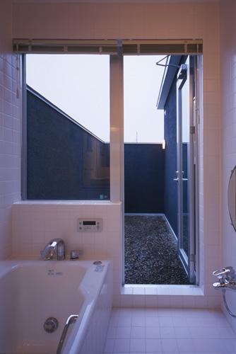 上尾の家~神殿型中庭住宅の部屋 浴室
