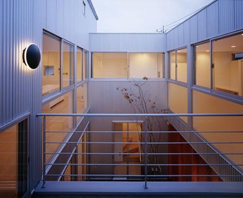 相模原の家~中庭型二世帯住宅の部屋 子世帯中庭