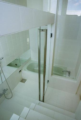 下石神井の家Ⅱ~吹抜け+スキップフロアの家 (浴室)