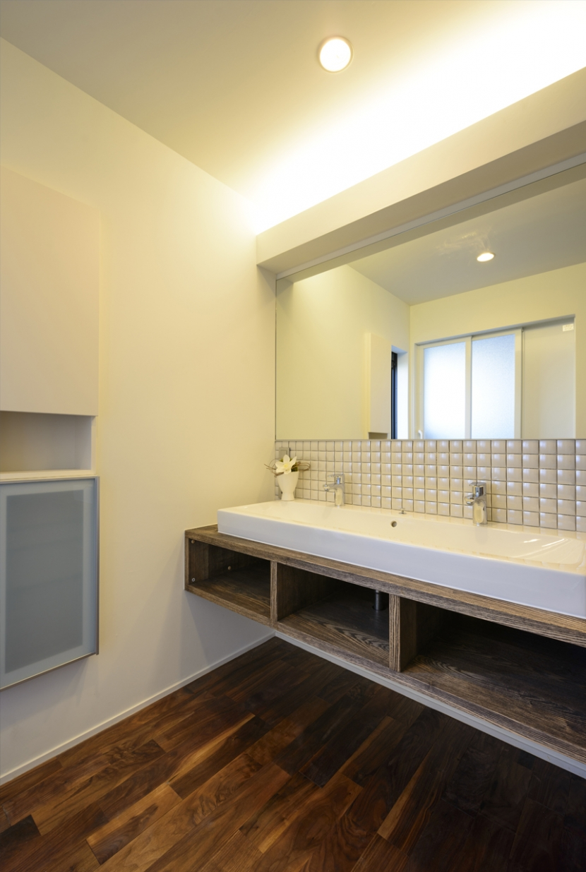 トンガリ屋根の家の部屋 洗面室