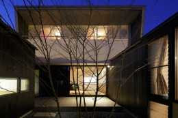 加須の不動産屋さんの家 (中庭)