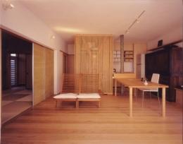 リフォーム・リノベーション(老後を見据えて自宅の一部を改修) (一体的な改修を施したリビング・ダイニング・キッチンスペース)