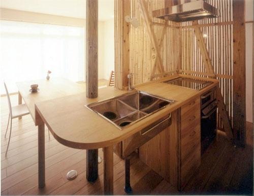 リフォーム・リノベーション(老後を見据えて自宅の一部を改修) (竹格子スクリーンでセミオープンなキッチンに。)