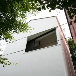 オウチ03・アトリエのあるスキップフロアの家 (緑道側外観)