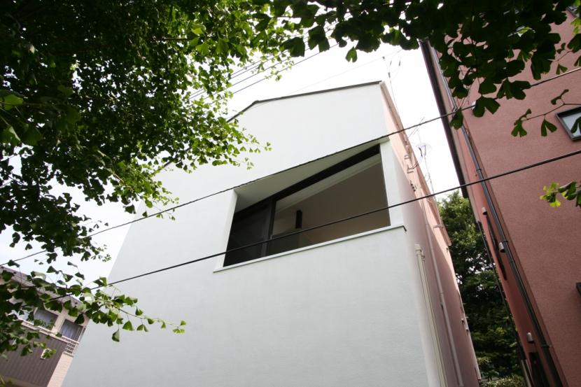 オウチ03・アトリエのあるスキップフロアの家の写真 緑道側外観