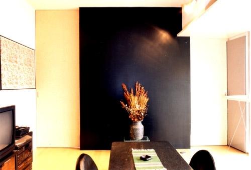リフォーム・リノベーション(夫婦が両親と住む為に決心を・・・)の部屋 寝室 (シンボリックな壁に格納されていた引戸でリビング・ダイニングと仕切ったところ)