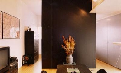 リフォーム・リノベーション(夫婦が両親と住む為に決心を・・・) (寝室 (リビング・ダイニングと仕切っていた仕切りをシンボリックな壁に格納したところ))