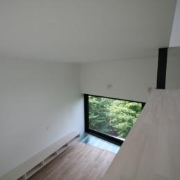 アトリエのあるスキップフロアの家 OUCHI-03 (寝室よりリビングを眺める)