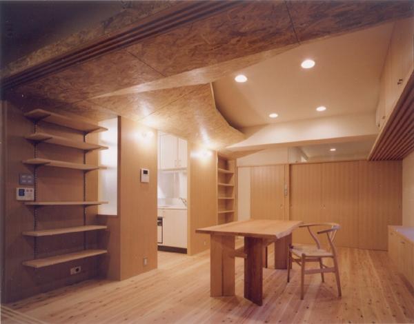 リフォーム・リノベーション(OSB変形天井が空間を繋いだ マンションリフォーム) (ダイニングルーム)