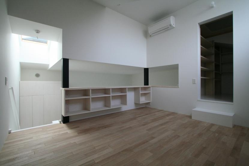 オウチ03・アトリエのあるスキップフロアの家の写真 寝室