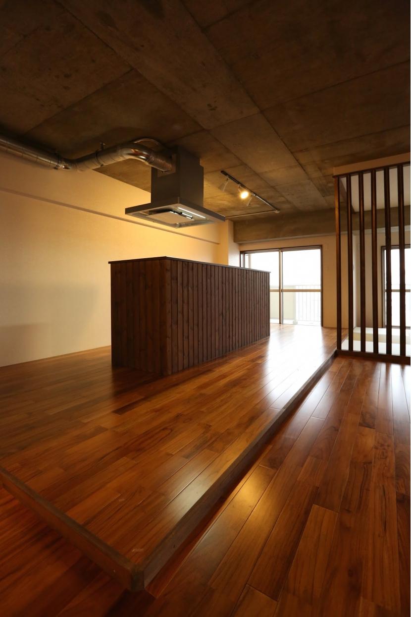 """壁がない空間 """"ヒトツナギ"""" (造作キッチン)"""