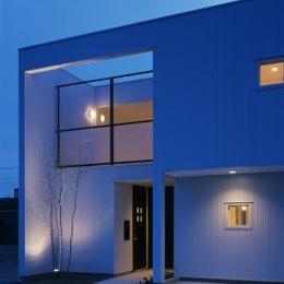 栗橋の家~中庭+吹抜け+ルーフバルコニーの家 (夕景)
