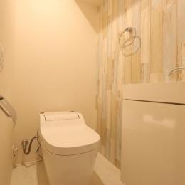 キッチンが出迎える家-トイレ